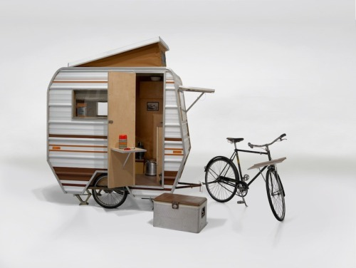 davewellbeloved:  tinyhousesmallspace:  Kevin Cyr's Bike Camper  Wish I had the room for one of these  Isn't that the point? When you only have this, you have all the room in the world.