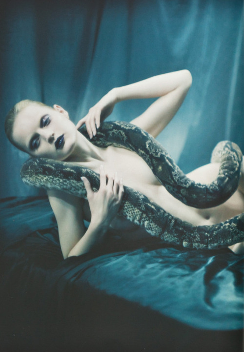 naked-fashion:  Guinevere Van Seenus by Glen Luchford for V Magazine, Fall 2005