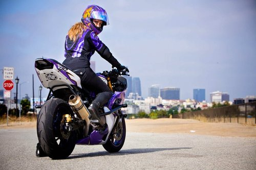 leahstunts leah petersen on her stunt bike woman motorcyclist