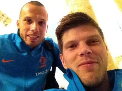 Picture of Klaas-Jan Huntelaar with John Heitinga before Romenia-Netherlands (16.10.2012).