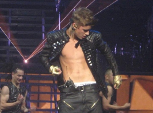 bieber-news:  more ALAYLM shirtless in Winnipeg!