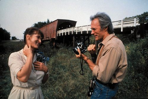 "Foto do dia: © Warner Bros Pictures. Meryl Streep e Clint Eastwood atuando no filme ""As Pontes de Madison"". EUA, 1995."
