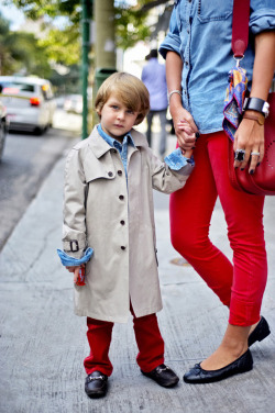 Omg. I love some Burberry in the fall and I love kids, such a great combo. Having kids, staying fit, healthy eating and looking good in the latest Burberry skinnies is challenging for a lot of people - especially in Seattle (thanks to the rain). I teach spin and other exercise classes, sweat it out at boxing, make healthy food, work and keep the kids around (cause they will keep you moving). Keep working hard Seattle moms, and come treat you and the kiddies to some awesome, healthy food at Juicy!