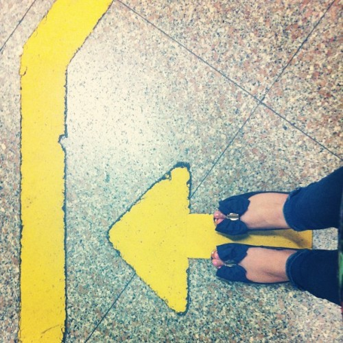 In line to ride the #mrt. #singapore #wanderlust #peeptoes #bow #arrow (at Toa Payoh MRT Station (NS19))