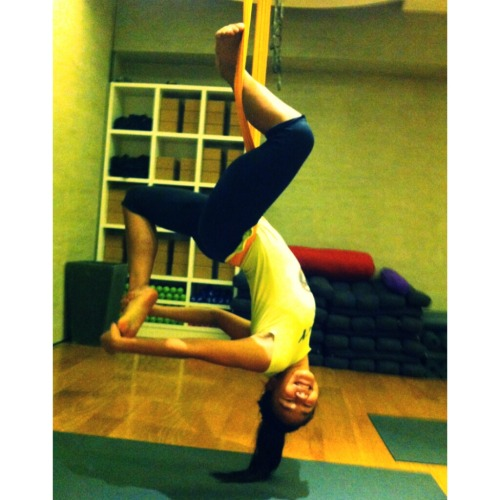 This is my second time to do antigravity yoga in Beyond Yoga in BHS͵ tried the Flying Fitness and it was soooooo tiring but fun! :)