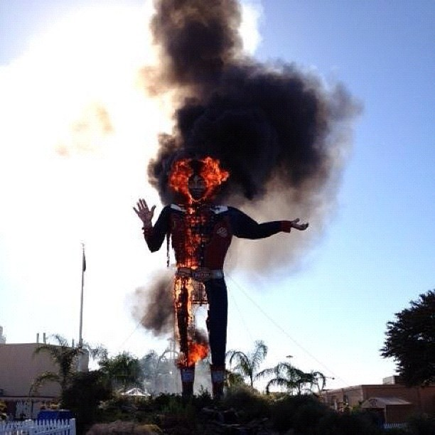 #RIPBigTex I'm legitimately hurt right now… Big Tex is a staple of my childhood… I'm sure they will rebuild him for next year, but I feel like a loved one just passed…
