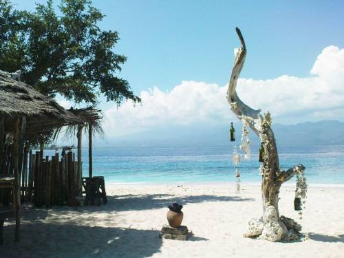 SUBMISSION: perspective-r. Thank you. Gili Meno, Lombok, Nusa Tenggara Barat, Indonesia.