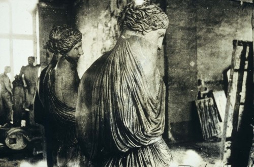 mirrormaskcamera:  Female statues (via Deborah Turbeville Unseen Versailles | Le Journal De La Photographie)