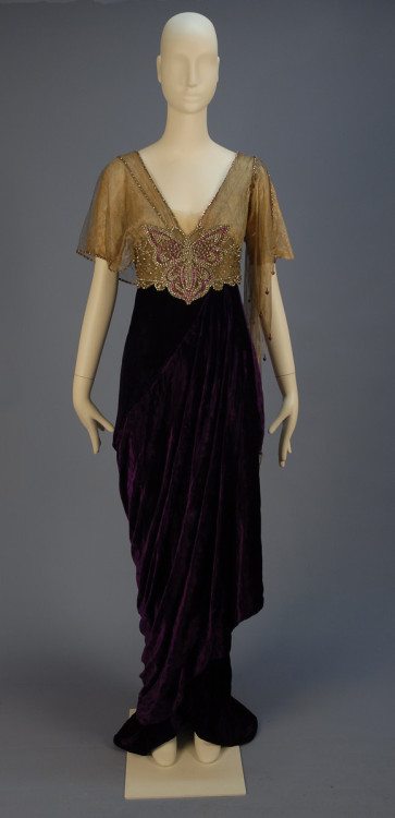 omgthatdress:  Dress 1910s Whitaker Auctions  *new inspiration for that fluttershy gown i was working on last night O__O