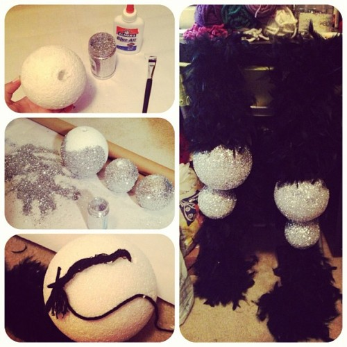 Whatchu know bout dem glitter ball boas? #sparkle #burlesque #stepbystep #glitter #fancy #featherboa #howto #glitz #somoney (at Crochet Castle)