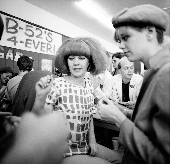 Kate Pierson and Cindy Williams of The B-52s in 1980