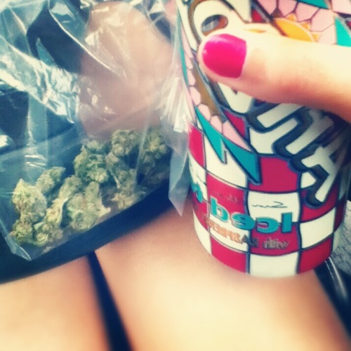 stonerthings:  Happiness is easier to find than you think.