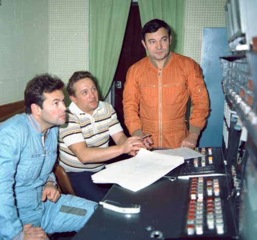 The crew of Soyuz TM-2 during training: Aleksandr Laveykin (blue) and Yuri Romanenko (orange). (1987) (Source)