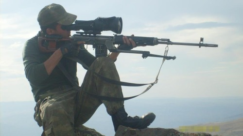 SVD A Turkish sniper with an SVD. Aside from the gigantic optic, note the very bizarre bipod. It clamps onto the receiver like the original SVD bipod but the legs are farther ahead. Not sure if that is a Turkish design or not.