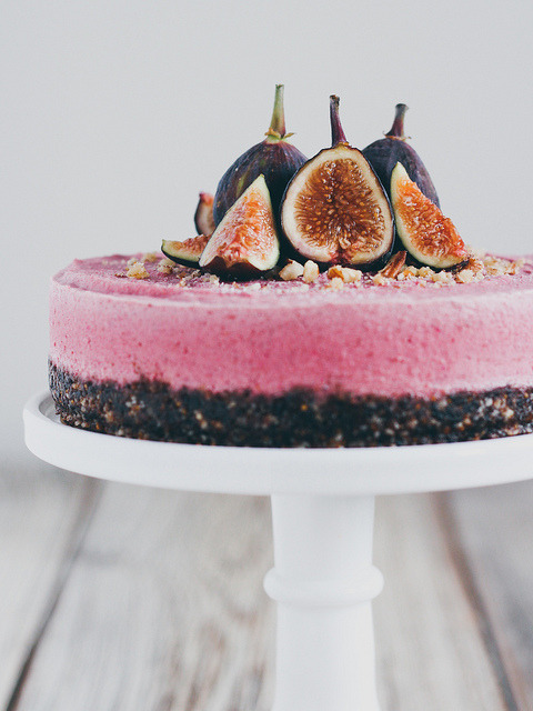 ahumblemagic:  Raw Fig Cheesecake