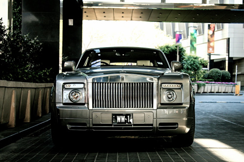 artoftheautomobile:  Rolls-Royce Phantom Drophead Coupé (Credit: Tom | Fraser)