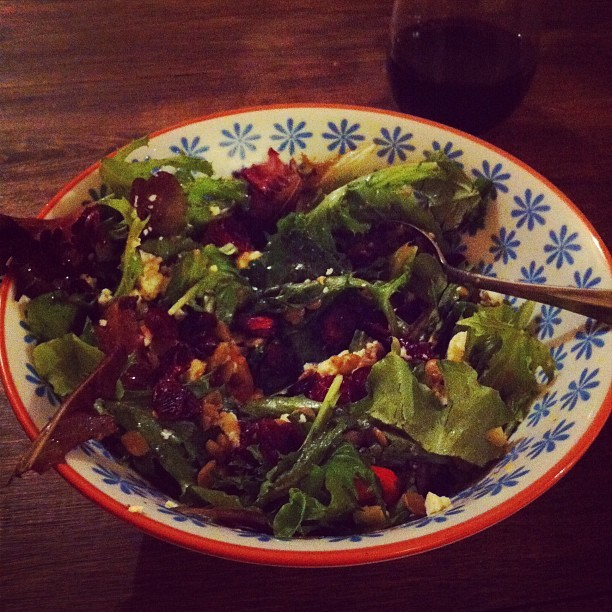 Gorgonzola & lentil salad with Albero vino. Ella Fitzgerald's on the stereo and the mister is cooking chili. Friday night bliss.