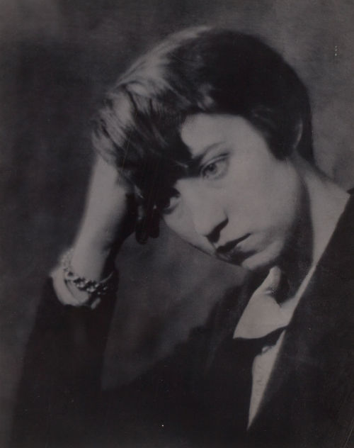 realityayslum:  Portrait of Berenice Abbott by Man Ray, Paris, 1924. … via Heritage Auctions