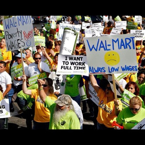 rebelbx718:  Incase you didn't know Wal-Mart exploits its workers! They aren't allowed to have a union,solidarity with the Wal-Mart workers on strike!!#huelga#Strike#workersunited#workersrights#union#Capitalism#Economy#repost#exploitation#blackfriday#walmart#walmartstrike#justice