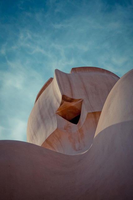 Curves in Barcelona by francisco_5 on Flickr.