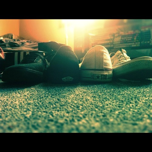 Converse or Vans ? :) haha was bored so im just gonna take some photo's of random stuff :) haha <3 #Converse #Vans #bored #photography