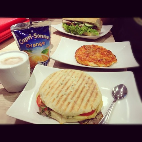 The good food never stops! #tomato #mozzarella #panini #orange #caprisun #caprisonne #hot #chocolate #frikadella #sub #foodporn #instagood #instamood #iphonesia #jj #cafe #germany #oldenburg  (at middelberg cafe)