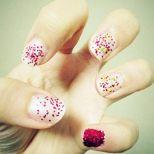 Pro-procrastination! #nails #art #instadaily #bored #glitter #instagood #cute #pretty #yay (at Siew's BUNGALOOOOOOW)