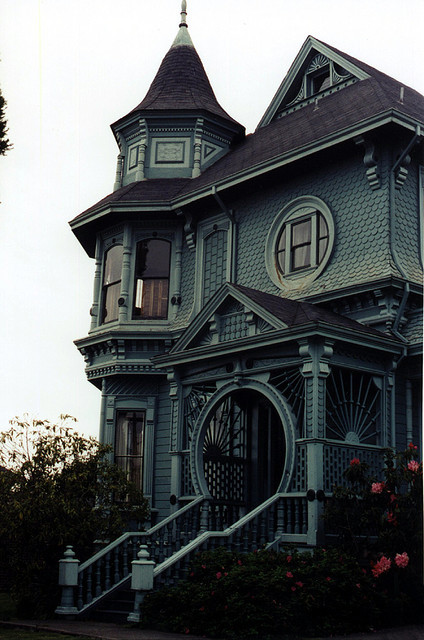 bluepueblo:  Victorian House, Arcata, California photo via eric