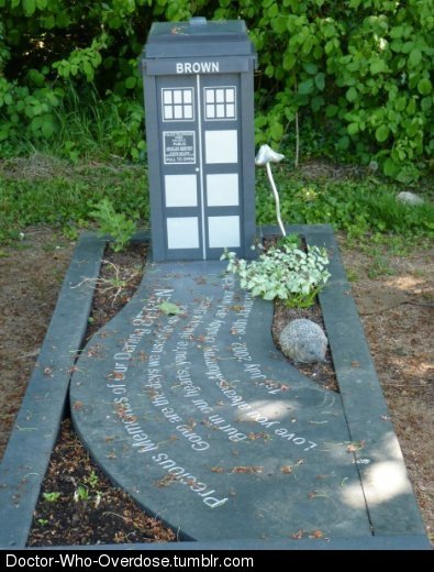 doctor-who-overdose:  A grand headstone!Click for the best DoctorWho tumblr ever.   This was not the phonebox we are looking for.