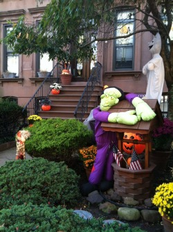 Lindsey: I can't deal with the way that Frankenstein is embracing the year-round wishing well. Back off, Monster.  Brian: It's like he's worried we're gonna take it from him. And we don't want it.  Grade: C