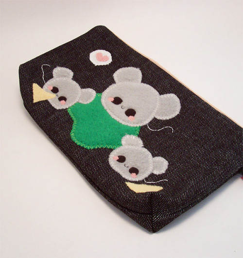 "Pudding Mouse Makeup Case! ""Pudding Mice live in pudding holes in pudding homes. They eat pudding cheese and pudding crumbs. Pudding mice take care to avoid pudding mouse traps and hungry pudding kitties."" This pouch is made to fit pencils, pens, makeup, coins and change, and small electronics. Available in my online shop here."