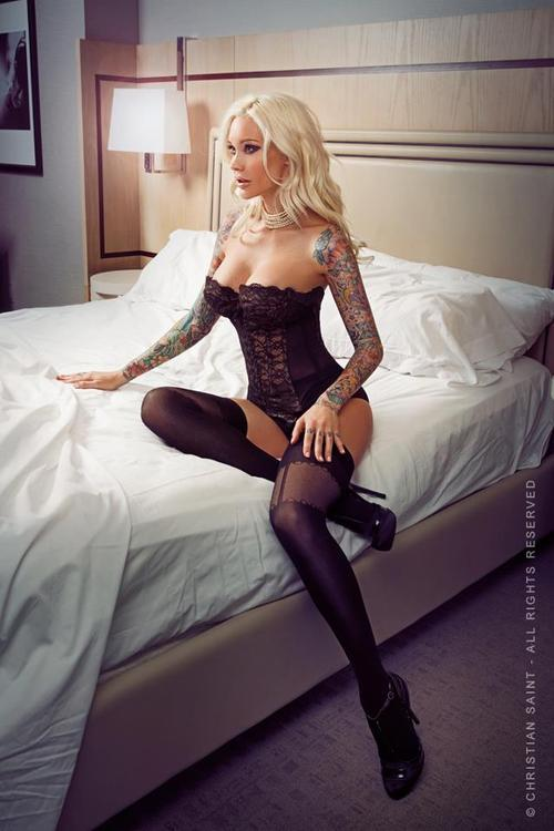 tattoo-inked:   CLICK FOR MORE HOT PICTURE follow facebook page: Tattoo Inked and Hot