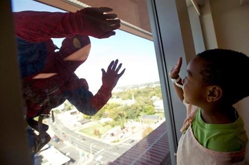 thedailywhat:  Real Life Superheroes of the Day: A window washing crew from American National Skyline surprised patients (and their families) at Memphis' Le Bonheur Children's Hospital on Wednesday by dressing up as Marvel superheroes. High fives all around to the crew, whose job is already tough enough, even without the masks. [laughingsquid]