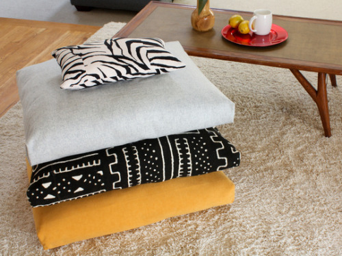 diefordiy:  DIY Floor Cushions from Apartment Therapy