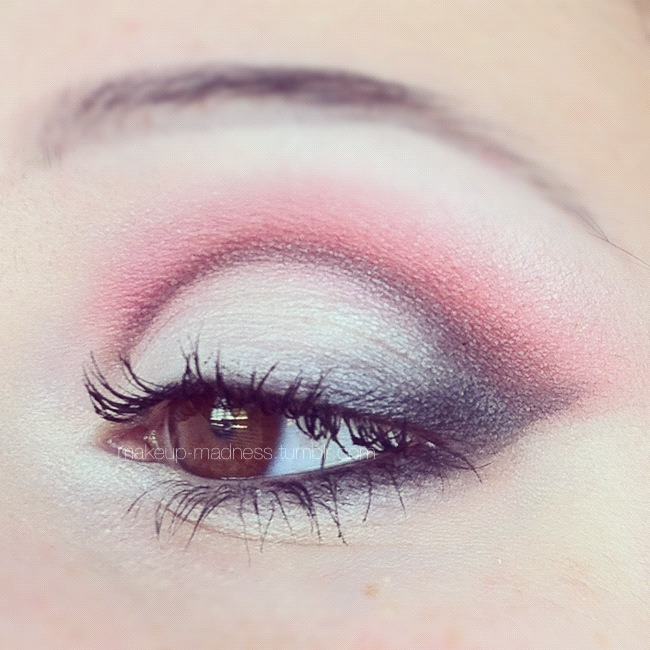 makeup-madness:  the mean reds  i love your makeup and style for it because i just love the way its been put on and the way it looks on you plusit goes great with your eyes:)