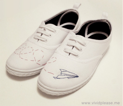 littlecraziness:  (via Vivid Please: DIY: How To Customise Canvas Shoes)