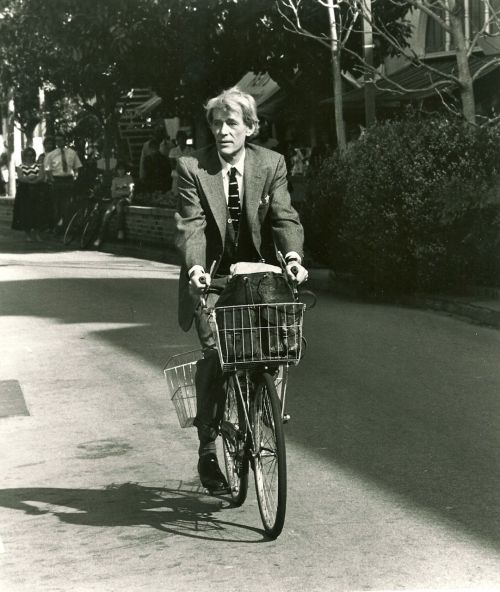 Peter O'Toole rides a bike.