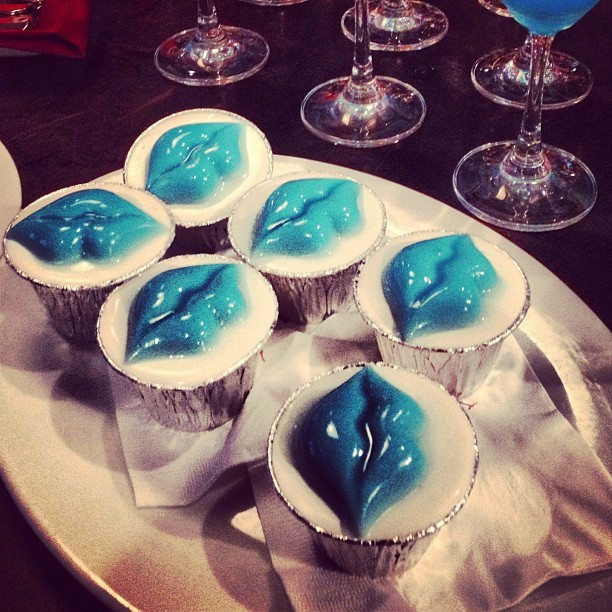 Blue Jelly Lips Cupcakes 💙  #kissedbykinerase #food #cupcake #lips #dessert #kindafreaky #didnottry #goinggaga #latergram