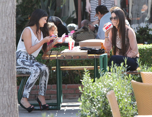 c-lassic:  Kendall and Kylie!