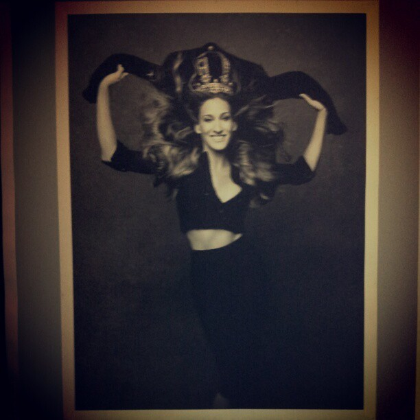 #sjp #sarahjessicaparker #littleblackjacket #exhibition #saatchi #gallery