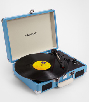 youngestindie:  So cute.  Portable Crosley Turntable on sale right now at Fred Flare for only $85!