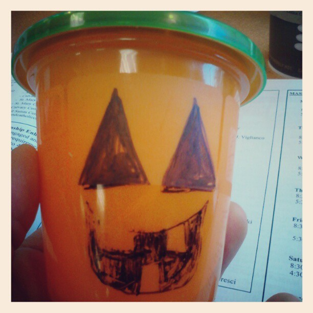 Orange sippy + green lid + sharpie = silly pumpkin #30daysNet10