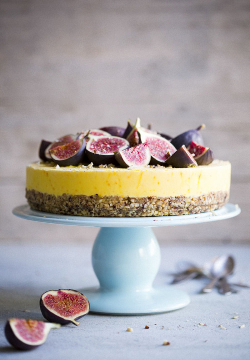 neekaisweird:  Hazelnut Cake with Frozen Saffron Yogurt and Honey Drizzled Figs