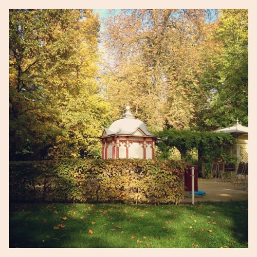 #shop #in the #park #luxembourg #city #cute #autumn #fall #nature #trees  #green #sun #sunny #sunday #chilling #landscape #architecture #heritage  (at Parc Ed-J-Klein)