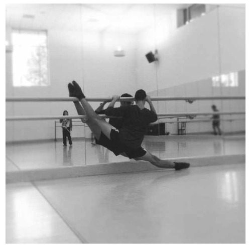 wanderingdancer:  Warming up before rehearsal :]] Dancing makes me forget I have cancer