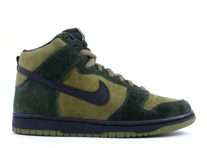 The Nike Dunk SB High Hulk was designed by Nike SB team member Todd Jordan. Releasing in March 2003 amongst other Nike Dunk SBs, this pair got the nickname Hulk by multiple shades of Green. The Nike Dunk SB High Hulk is yet another scarce SB using all Suede.