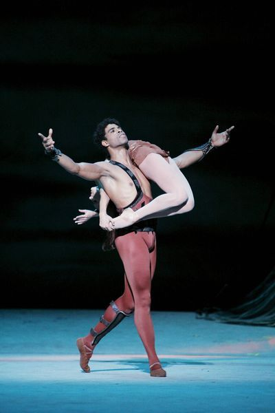 Carlos Acosta and Nina Kaptsova in Yuri Grigorovich's Spartacus. Photo (c) Sébastien Mathé.