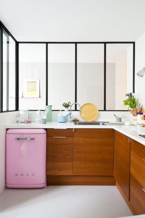 little pink Smeg (via Kitchens)