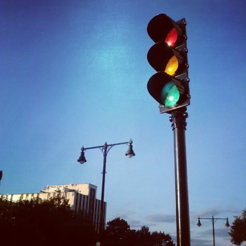 botulizard:  Traffic Light on Comm ave.