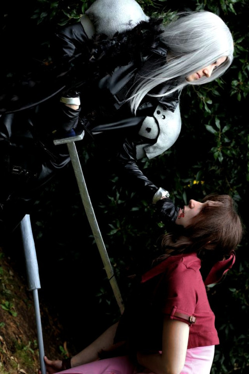 Sephiroth (left) and Aerith Gainsborough (right) from Final Fantasy VIICosplayers:Hirako-f-w (Sephiroth)Iiuna (Aerith Gainsborough)Photographer: Sorenran